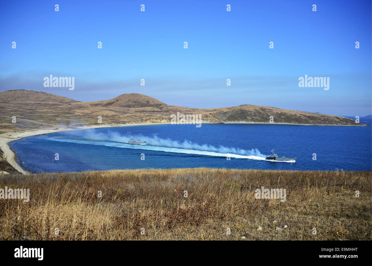 Vladivostok, Russia. 30th October, 2014. Ships heading to sea during a tactical exercise of the Russian Pacific - Stock Image