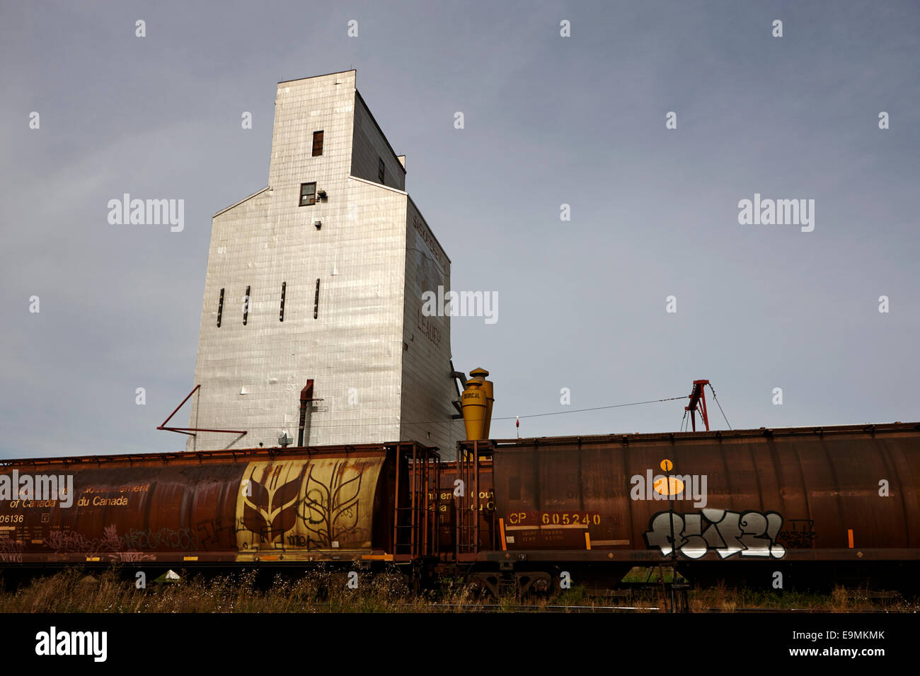 grain elevator with bulk transport train in leader Saskatchewan Canada - Stock Image
