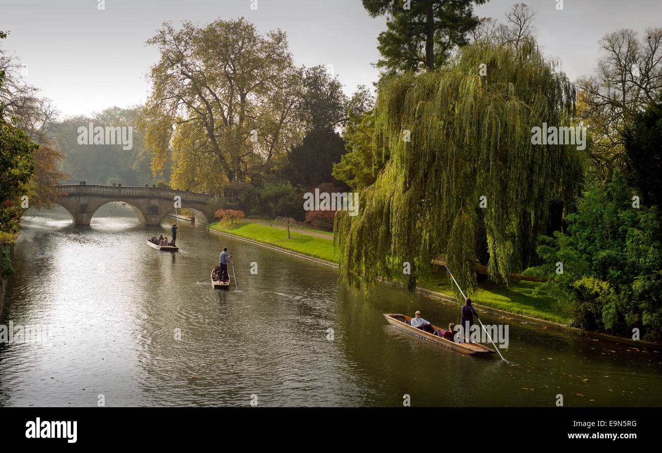 Cambridge, UK. 30th October, 2014. UK weather. Punting on the River Cam Cambridge, Cambridgeshire England UK. 30 - Stock Image