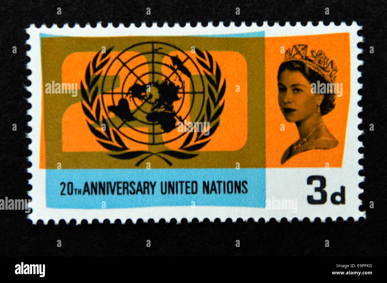 Postage stamp. Great Britain. Queen Elizabeth II. 20th Anniversary of the U.N.O and International Co-operation Year. - Stock Image