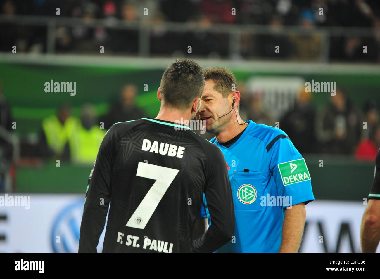 FC St. Pauli Player Daube in clinch with the referee Günter Perl, DFB Cup, Hamburg. Editorial use only. - Stock Image