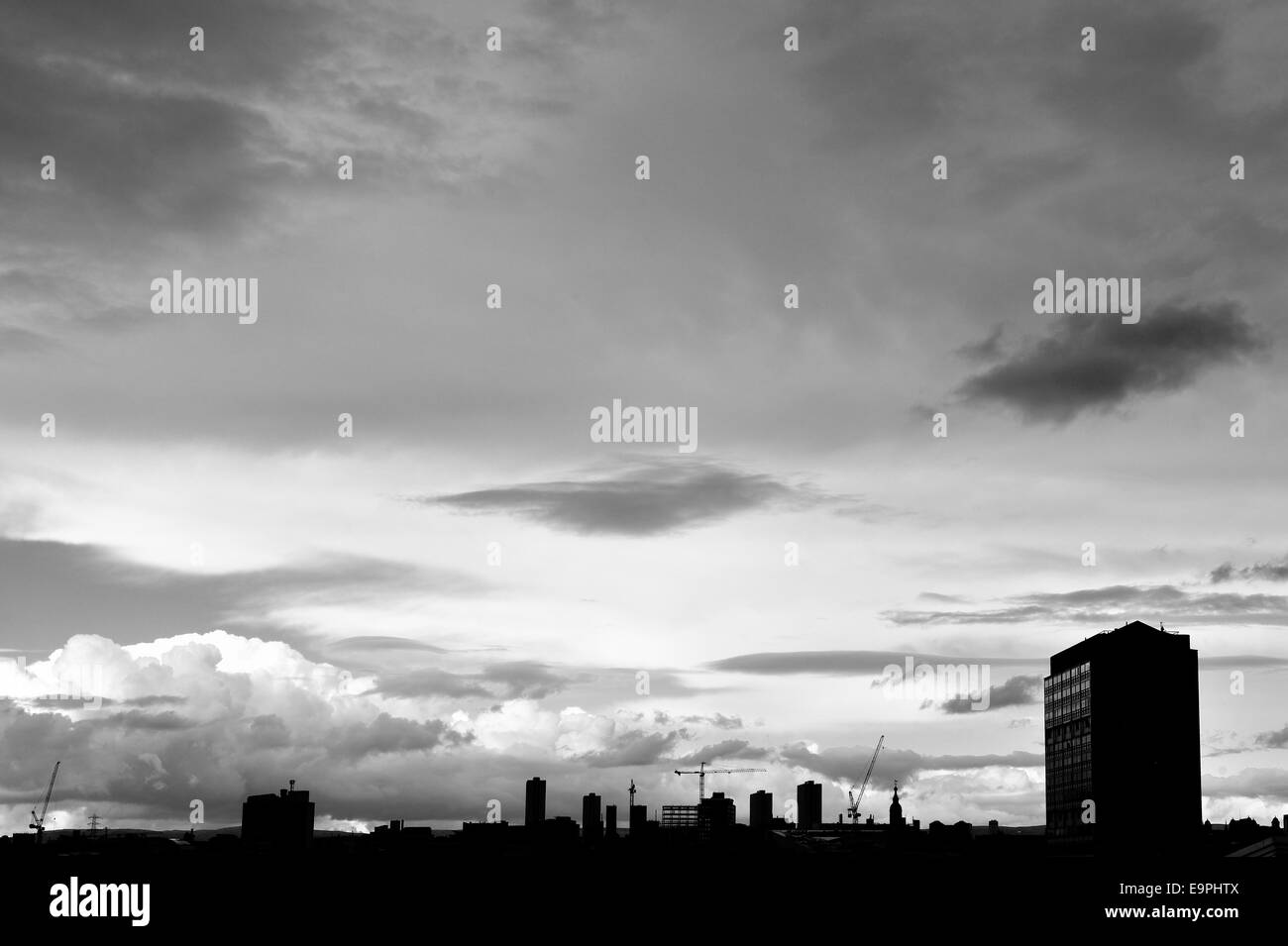 Black and white silhouette of Glasgow city centre - Stock Image