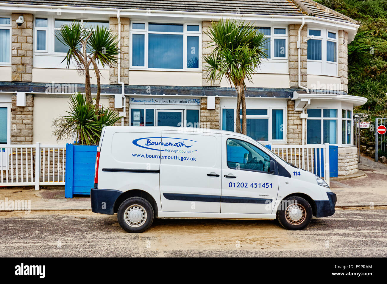 Seafront information centre and Bournemouth Borough Council van parked outside. Dorset, England, UK. - Stock Image