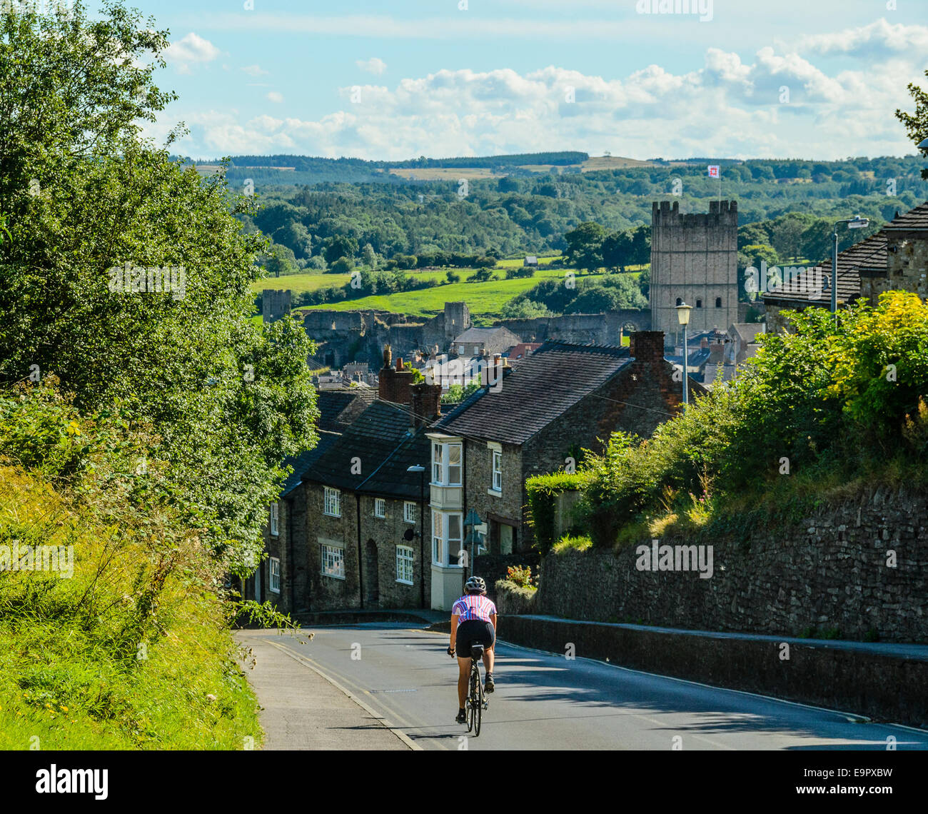 Cyclist descending into Richmond North Yorkshire Stock Photo