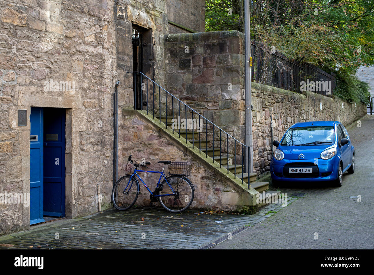 A chance find, three blue objects: a door, a bicycle and a motorcar in New Skinner's Close just off the Royal - Stock Image