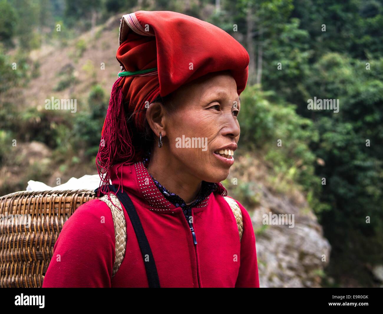 Woman from Red Dao minority group wearing traditional headdress near Ban Ho village, Sapa District, Lao Cai, Vietnam. - Stock Image