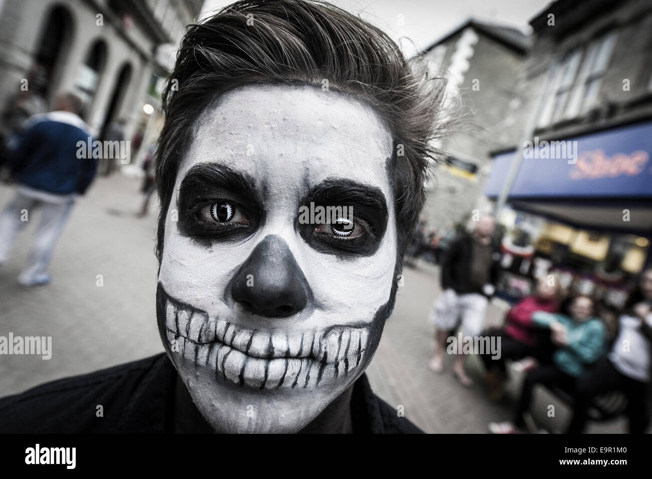 Newquay, Cornwall. 31st October 204.  A Cornish zombie stands in Newquay High Street. Credit:  Gordon Scammell/Alamy - Stock Image
