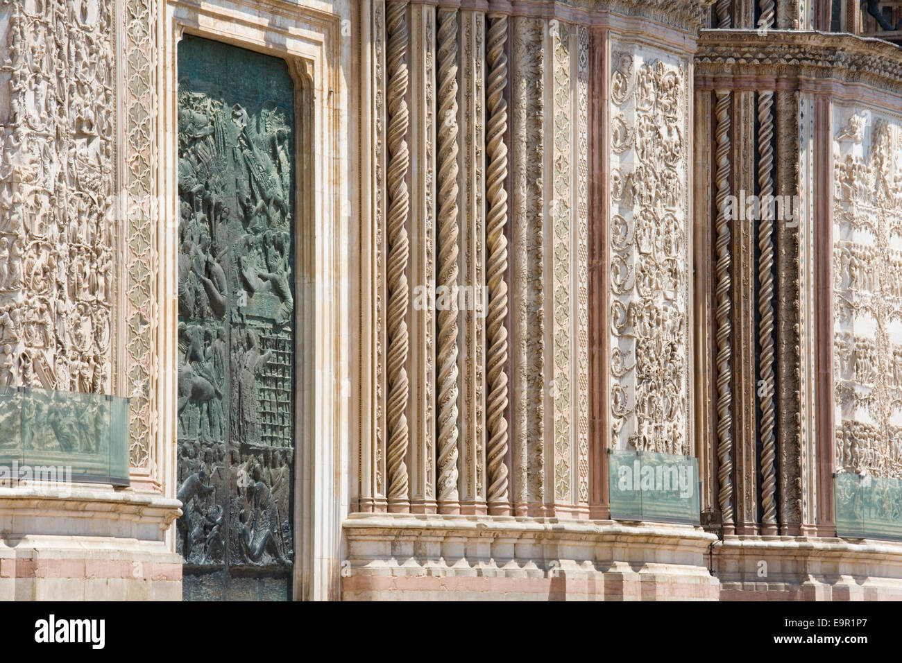 Orvieto, Umbria, Italy. Richly decorated west front of the cathedral. - Stock Image