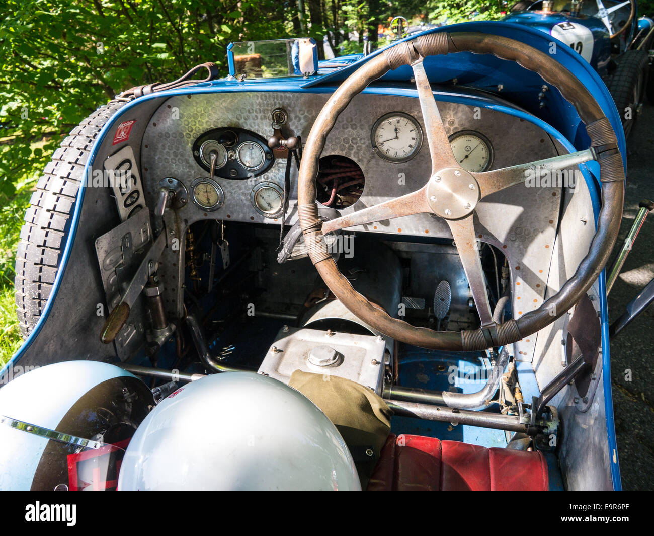 The cockpit of a classic racing car Stock Photo: 74883607