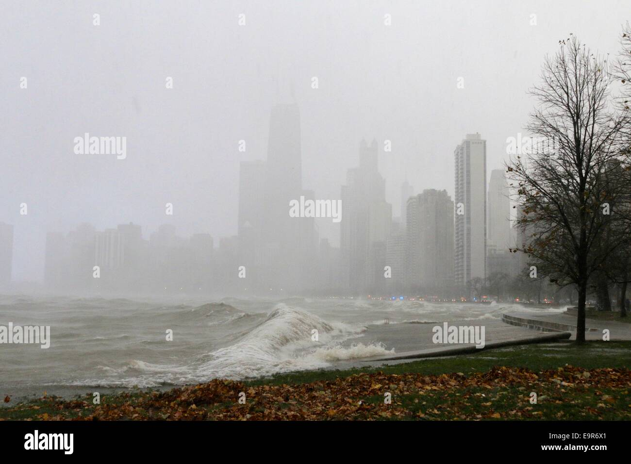 Chicago, Illinois, USA. 31st October, 2014. A snow squall during today's gale obscures the buildings of downtown Stock Photo