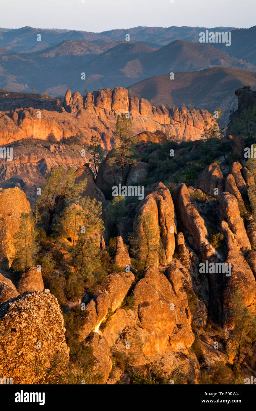 CALIFORNIA - Rock spires and ribs in the High Peaks and Balconies areas from the High Peaks Trail in Pinnacles National - Stock Image