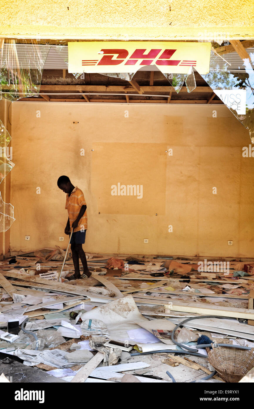 Ouagadougou, Burkina Faso. 1st November, 2014. Burkina Faso - political unrest  shows a looted store in the center - Stock Image