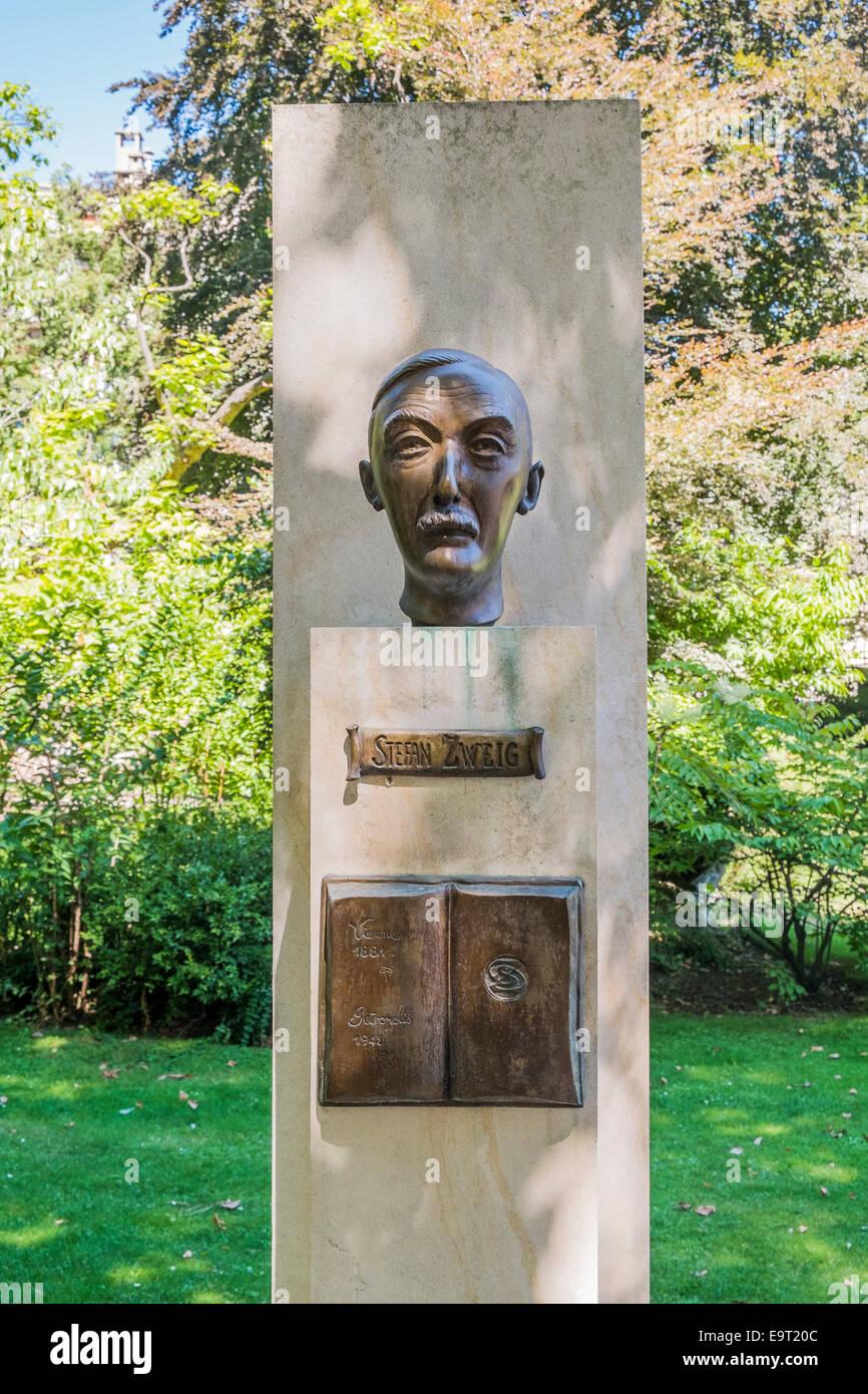 monument dedicated to austrian writer stefan zweig, jardin du luxembourg,  paris, ile de france, france - Stock Image