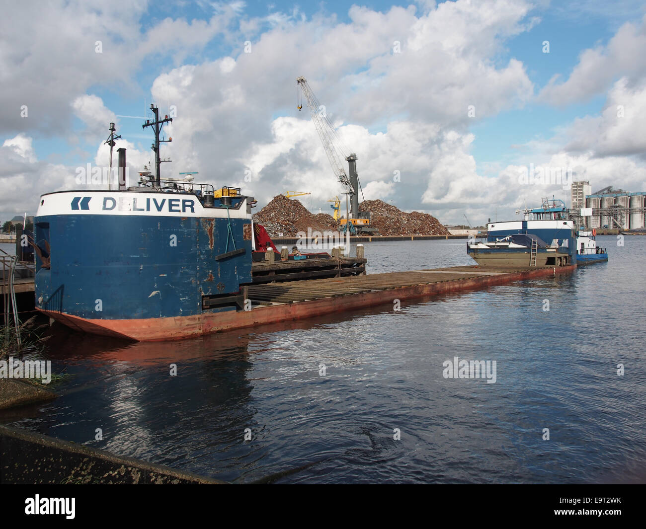Devotion, ENI 02329493 with barge DELIVER, especially built for the transportation of houseboats at Port of Amsterdam, - Stock Image