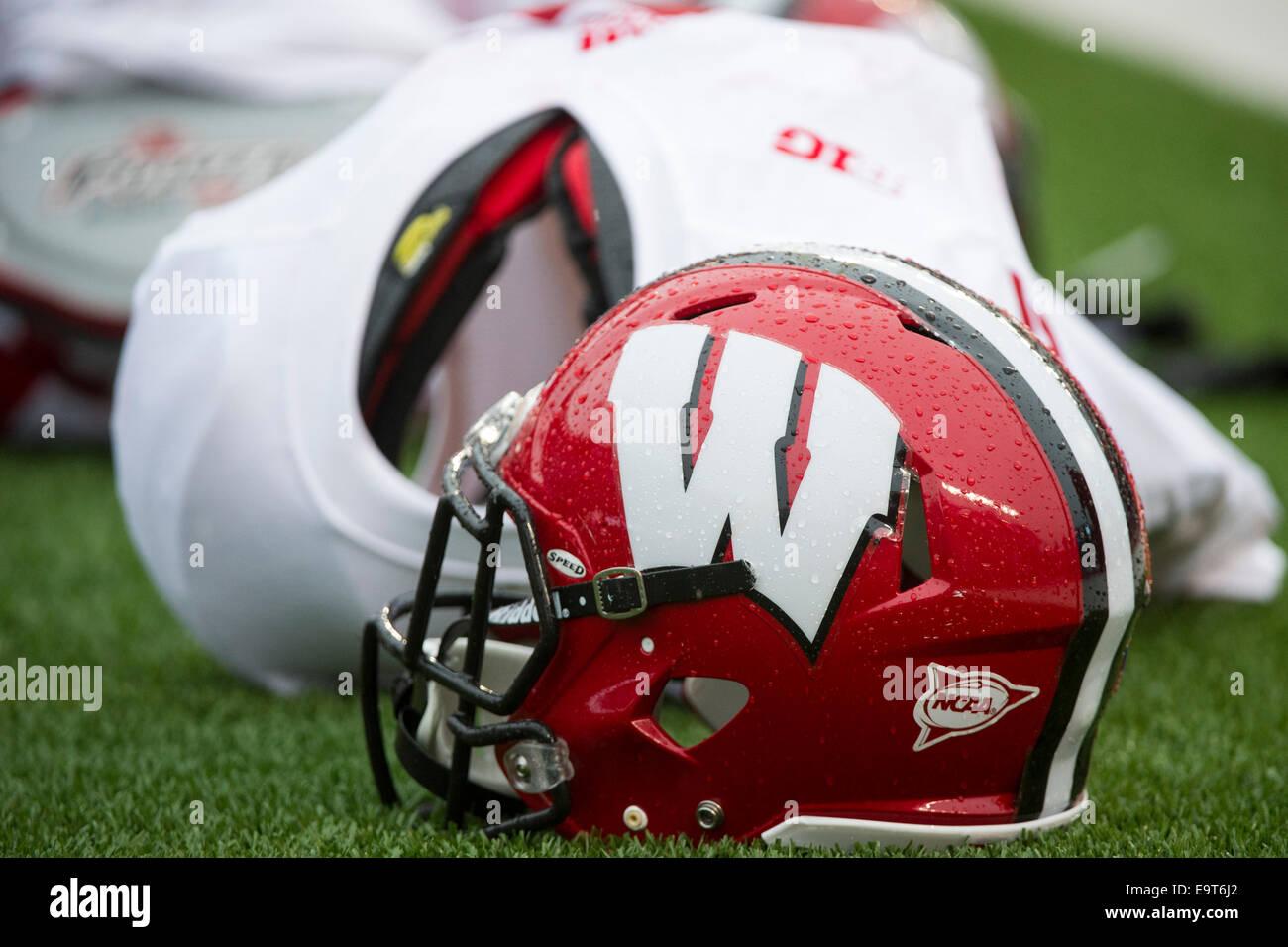 Wisconsin Badgers Football Helmet Stock Photos Wisconsin