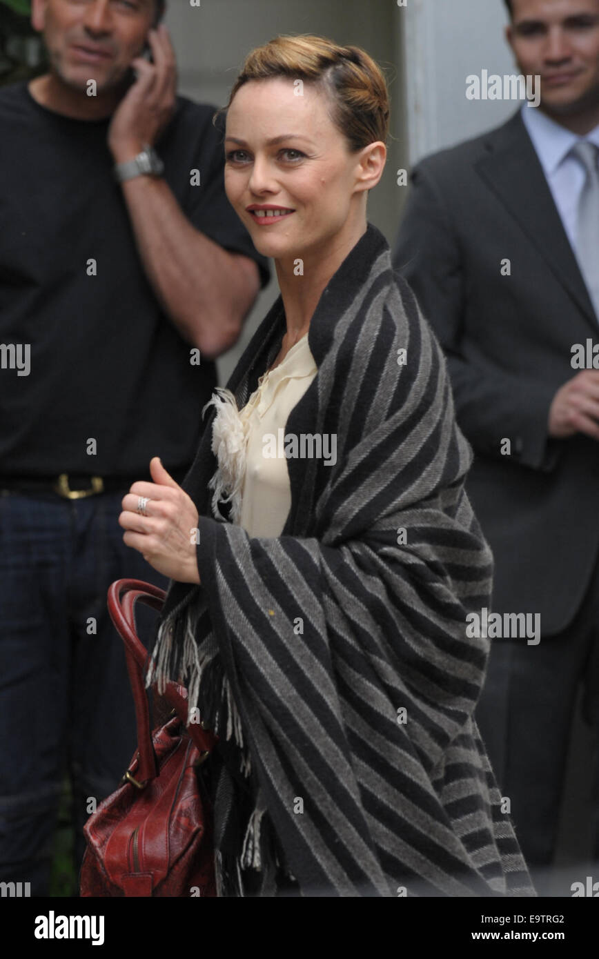 Vanessa Paradis arriving at Vivement Dimanche  Featuring: Vanessa Paradis Where: Paris, France When: 30 Apr 2014 - Stock Image