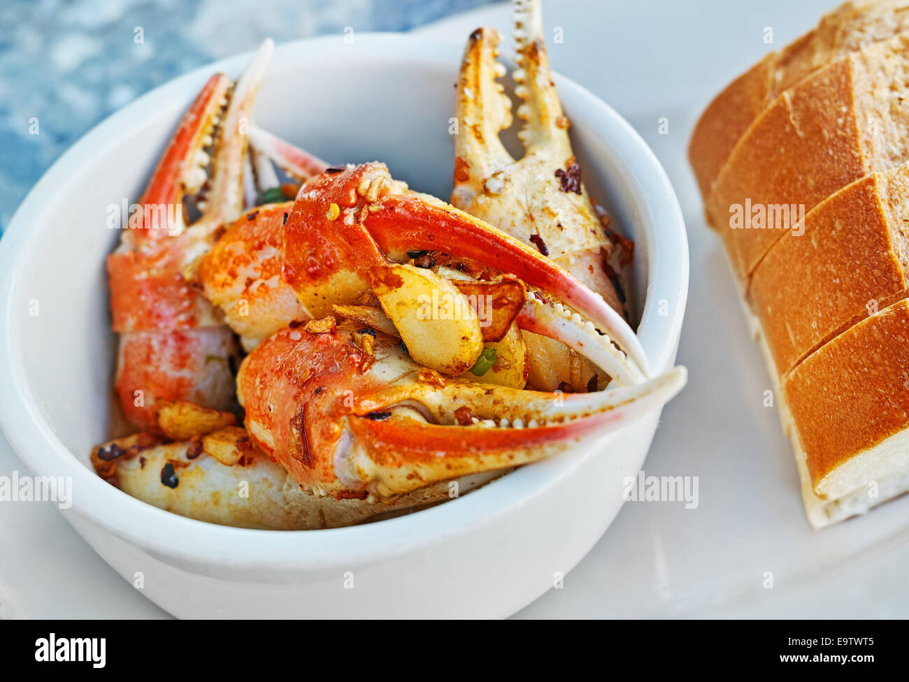 Fresh Lobster Claws from Florida suffused with garlic and spices, served with bread - Stock Image