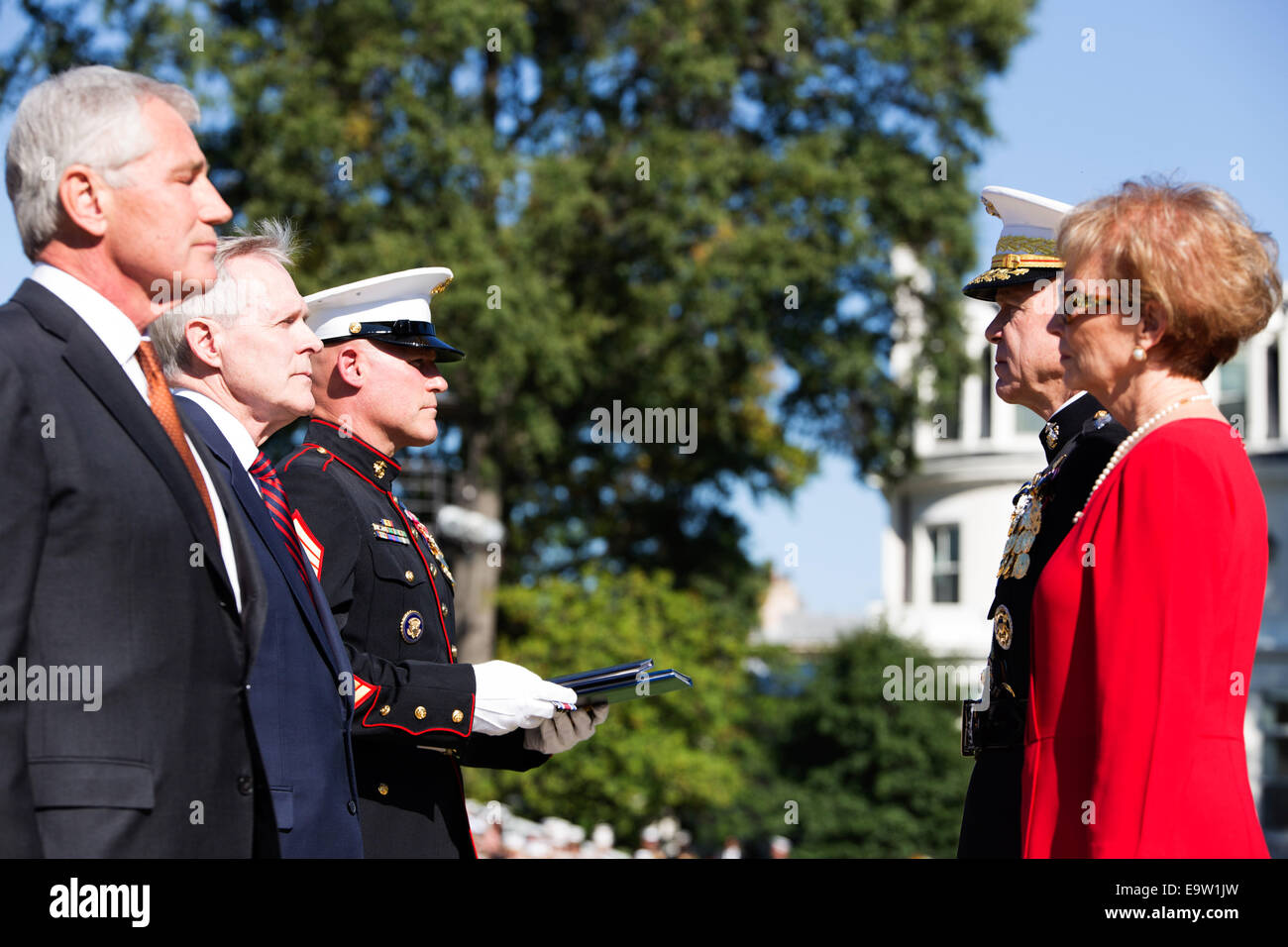 Secretary of Defense Chuck Hagel, left foreground, stands with Commandant of the Marine Corps Gen. James F. Amos, - Stock Image
