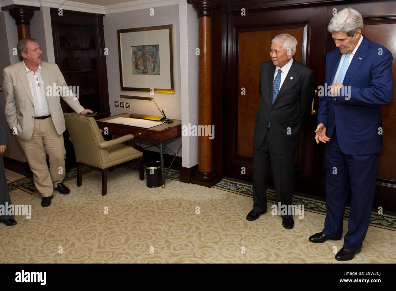 Associated Press reporter Matt Lee questions U.S. Secretary of State John Kerry and Foreign Secretary Albert del - Stock Image
