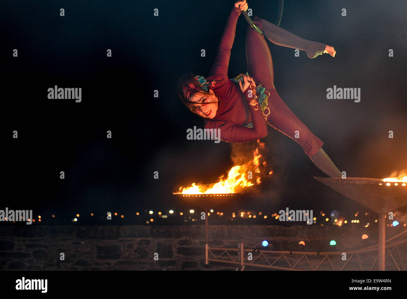 Stock Photo - Outdoor circus performer. ©George Sweeney/Alamy - Stock Image