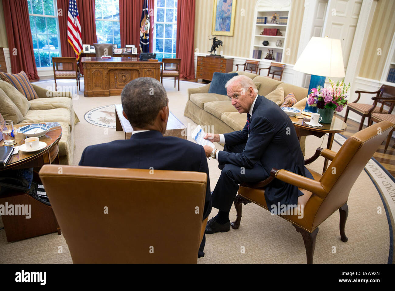 President Barack Obama talks with Vice President Joe Biden in the Oval Office, Aug. 26, 2014.   Ph - Stock Image