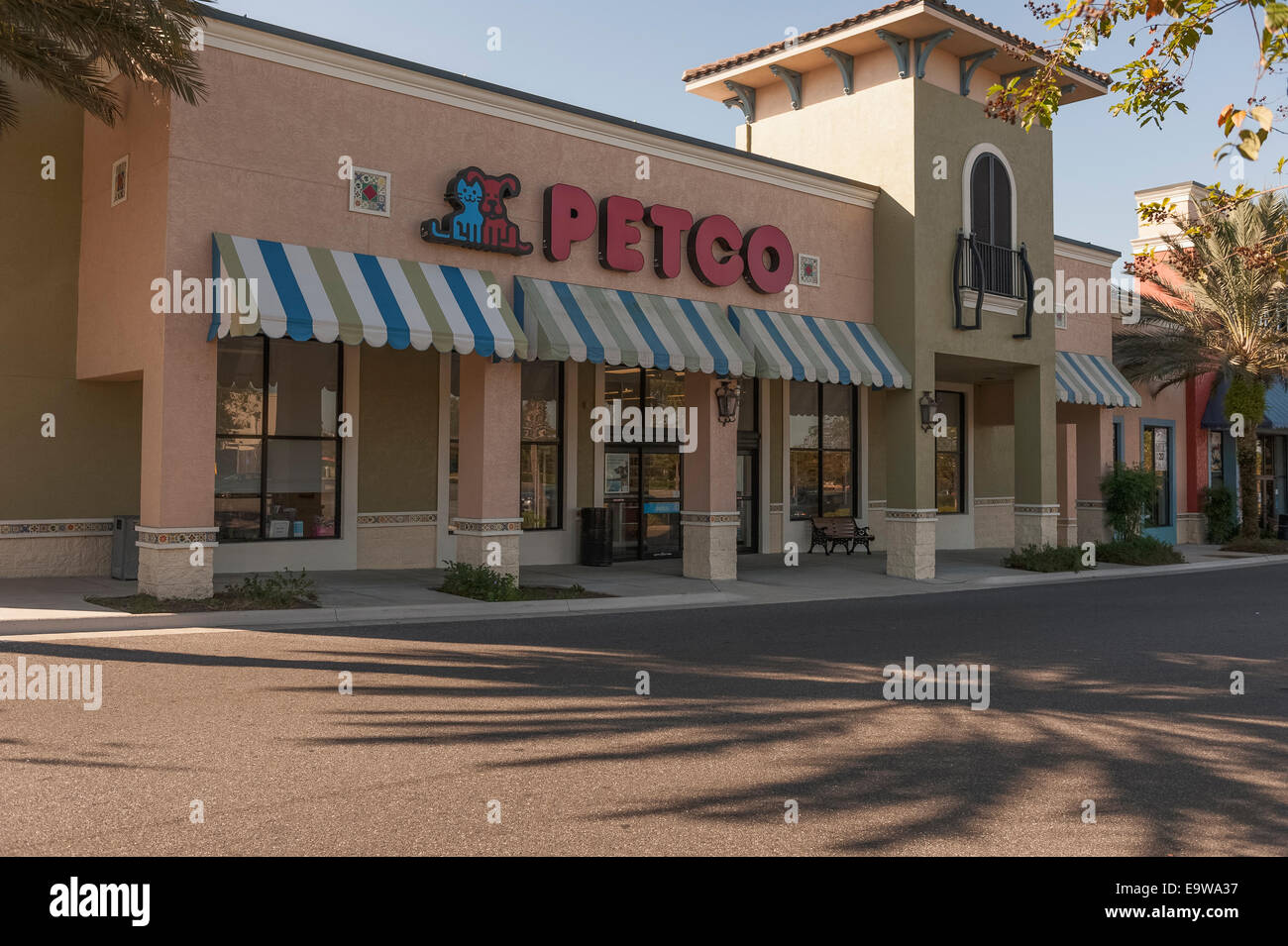 Petco Pet Supplies located in Lady Lake, Florida USA - Stock Image