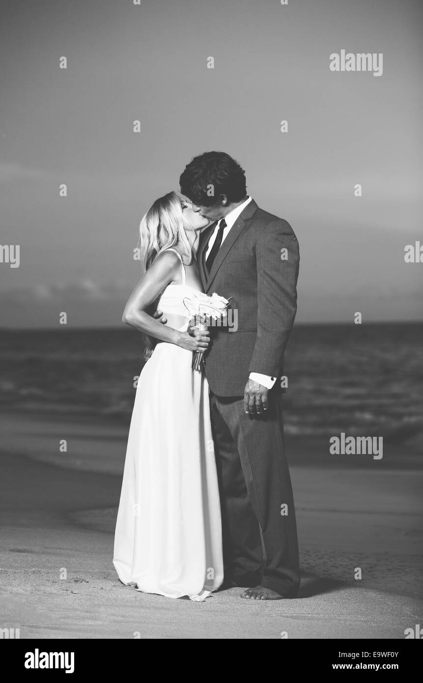 Beautiful Wedding Couple, Bride and Groom Kissing on the Beach at ...