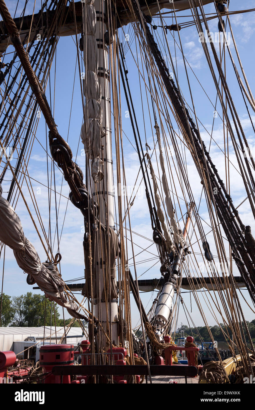Rigging in the front of the frigate 'Hermione' (Rochefort - France). Le gréement à l'avant - Stock Image