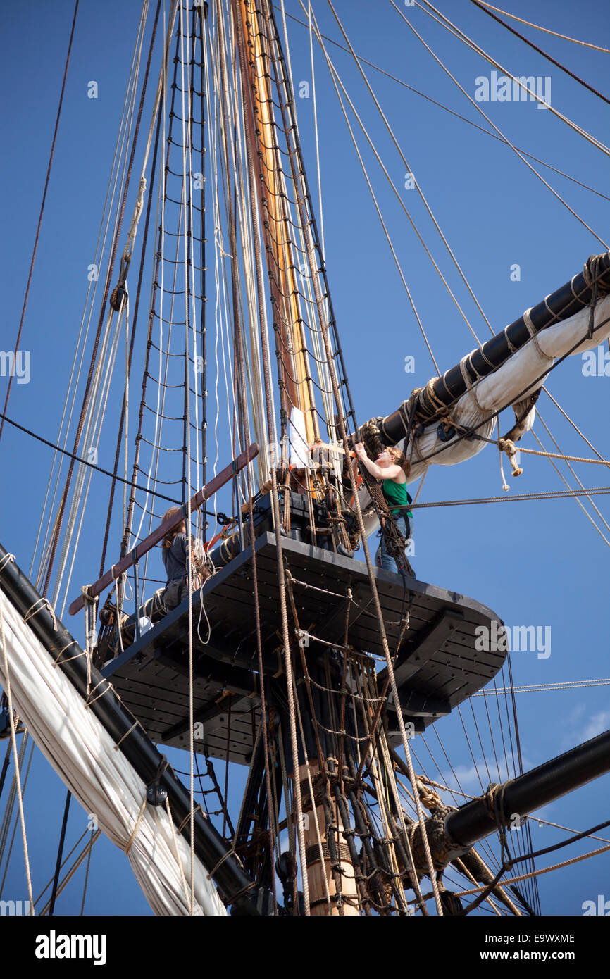 A sailor of the frigate 'Hermione' climbing up the rigging (Rochefort-France). Matelot de l'Hermione - Stock Image