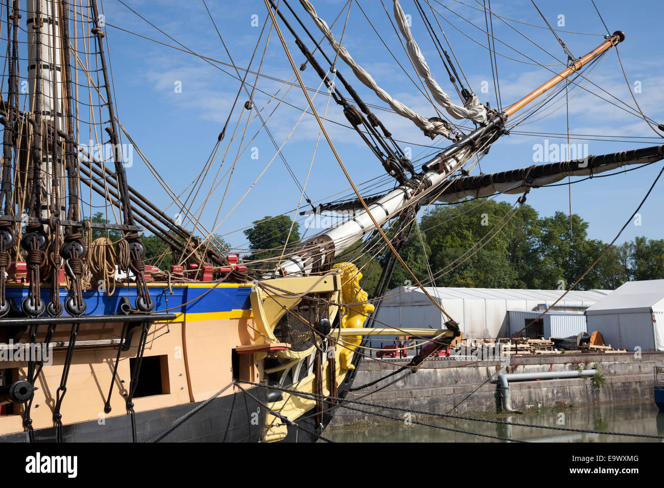 The topgallant mast of the frigate - the Hermione - moored on a dry dock of Rochefort harbour (Charente Maritime - Stock Image