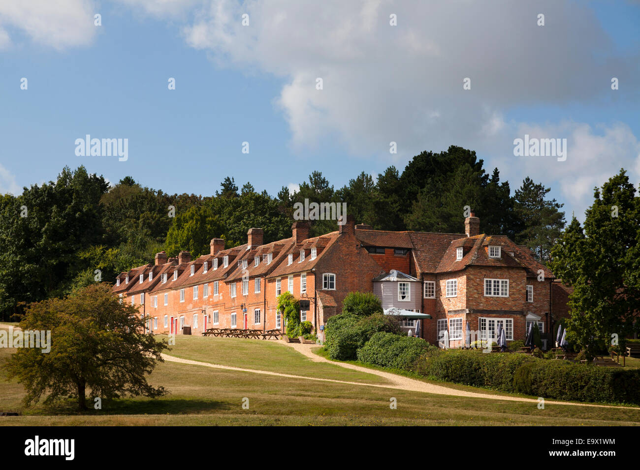 The Master Builders Hotel and 18th Century cottages at Bucklers Hard Stock Photo