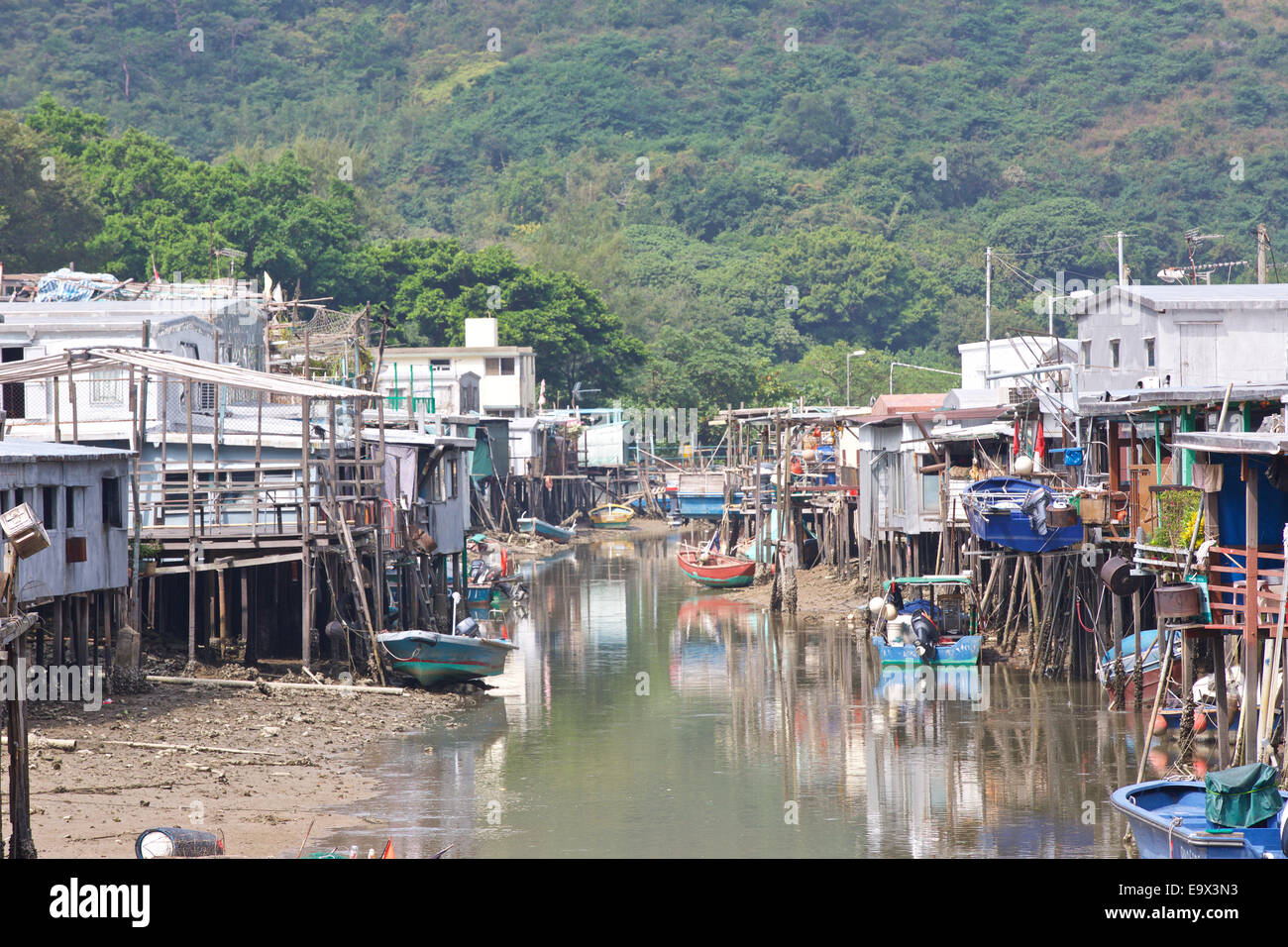 Low Tide In The River By The Many Houses On Stilts In Tai O, Lantau Island, Hong Kong. - Stock Image