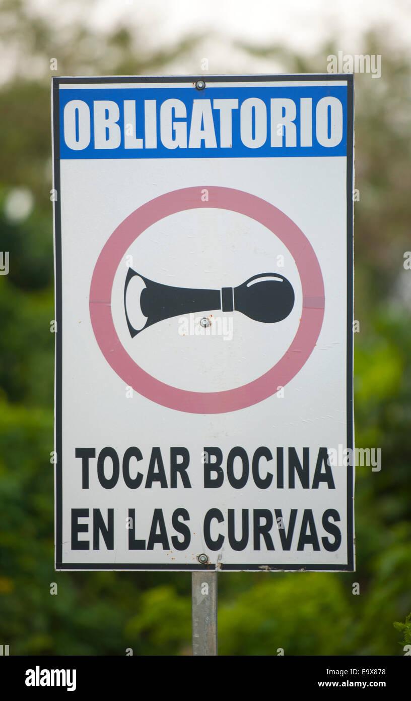 Dominikanische Republik, Osten, bei Canyada Honda, Verkehrzeichen - Stock Image