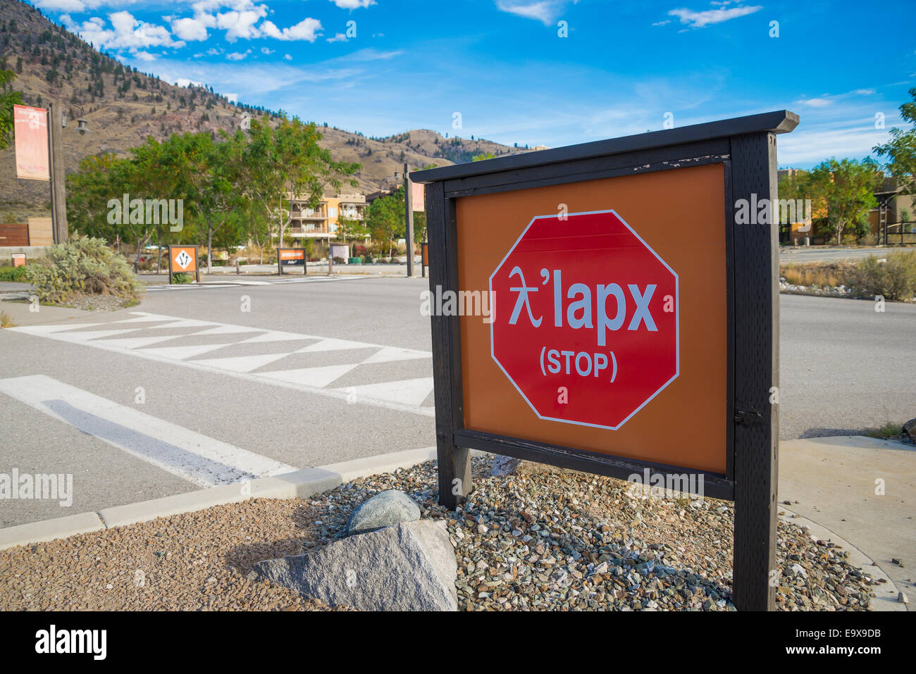 Bilingual stop sign. English and Okanagan Nation (Syilx)). The Nk'mip Desert Cultural Centre - Stock Image