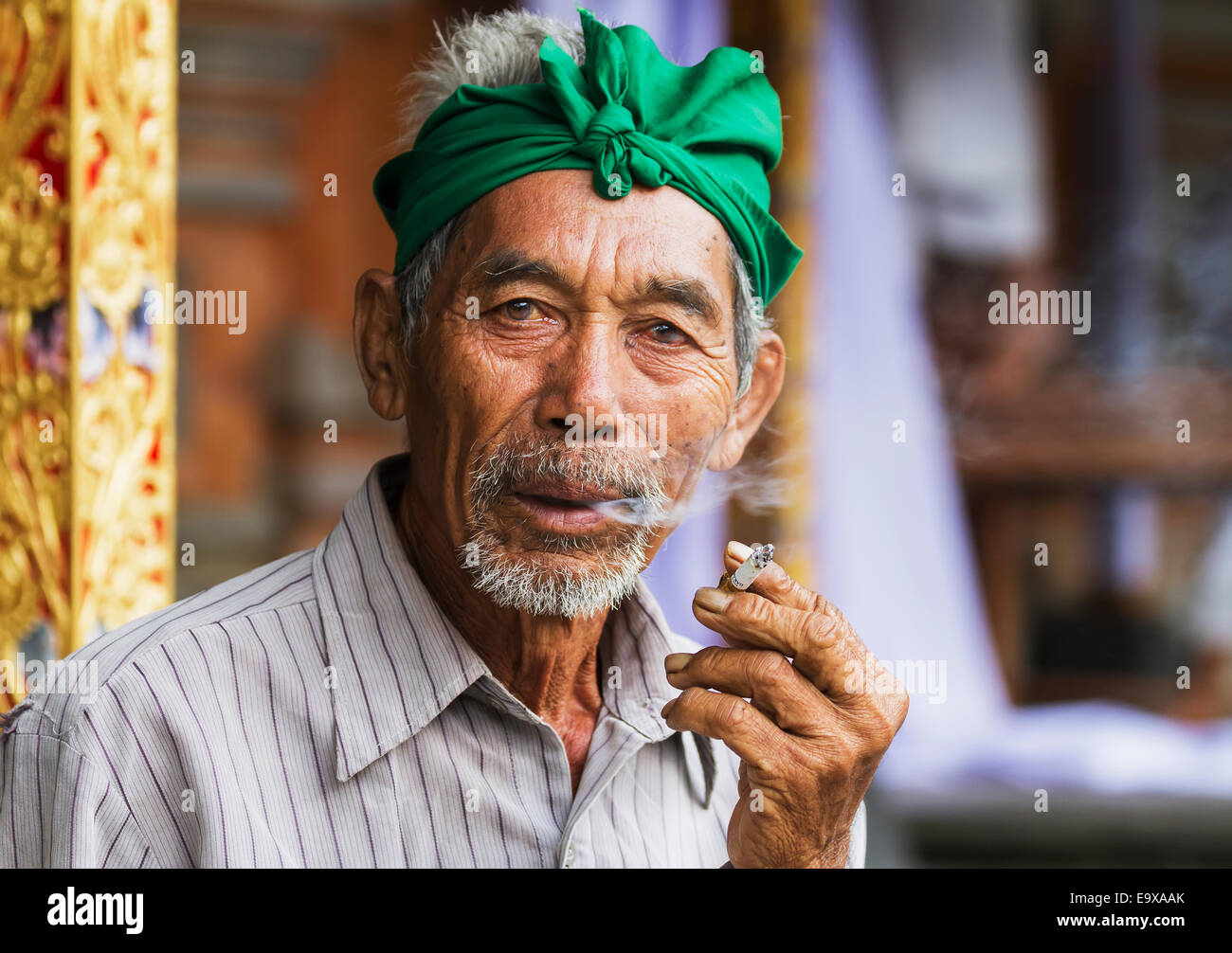 Indonesian Men Smoking Stock Photos Empul V3 Ty Balinese Man A Cigarette At Tiirta Temple Tampaksiring Bali Indonesia