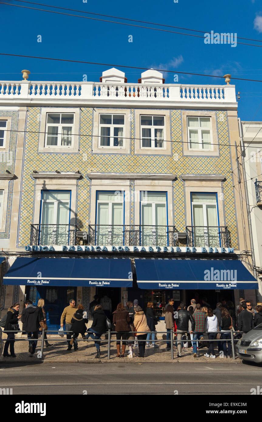 Vertical view of Pastéis de Belém shop front in Belem, Lisbon. - Stock Image