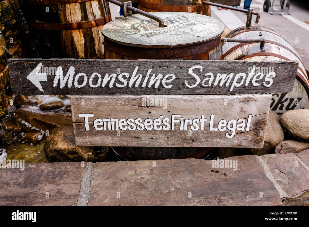 Moonshine Samples sign in Gatlinburg Tennessee - Stock Image