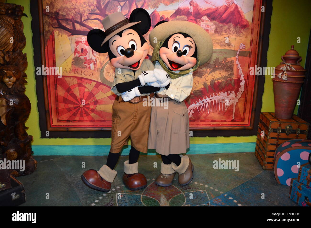 Mickey and Minnie Mouse share a kiss at Animal Kingdom, Walt Disney World, Orlando, Florida. - Stock Image