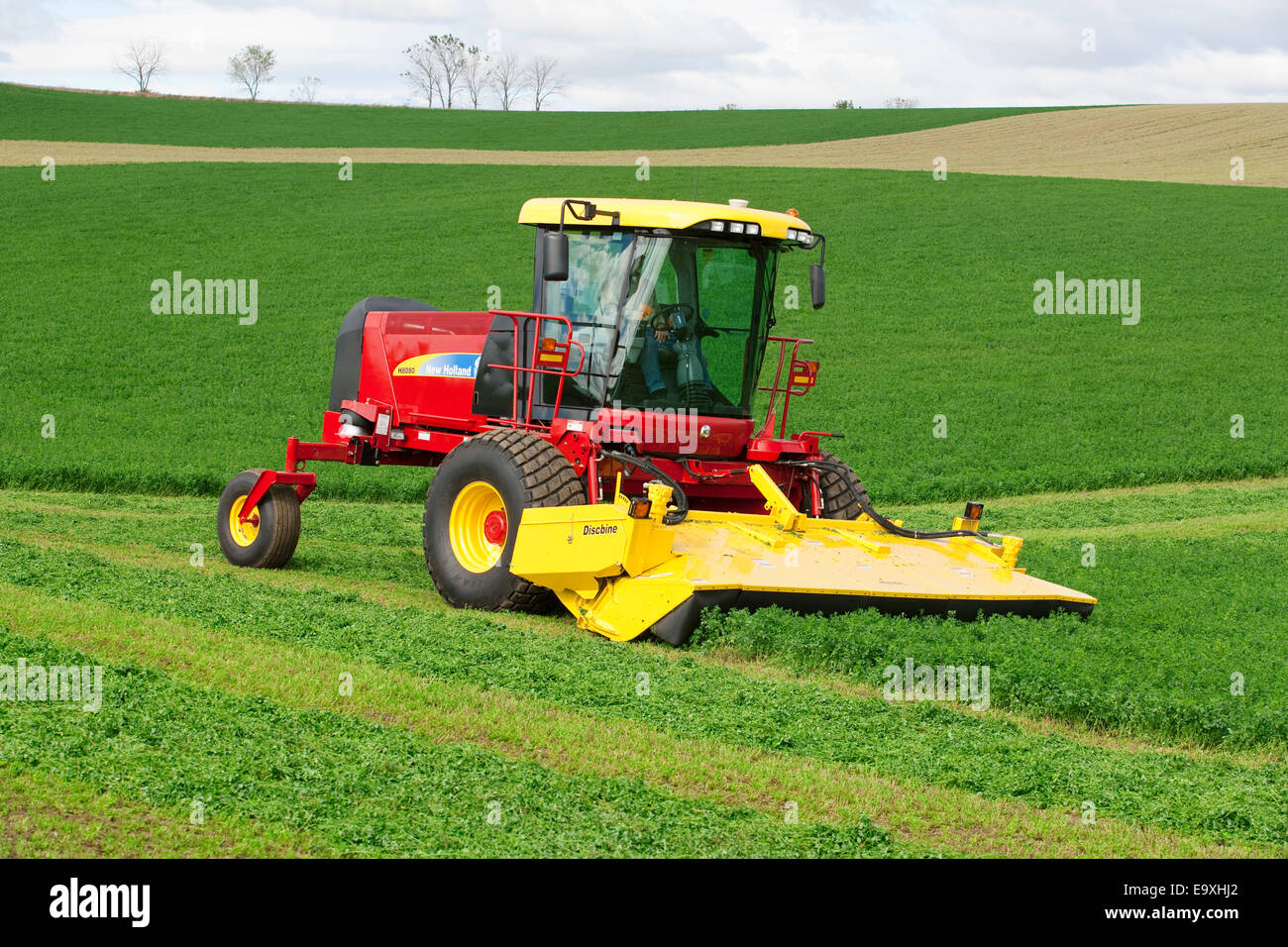 Self Propelled Cart >> Agriculture - A self propelled New Holland Discmower silage harvester Stock Photo: 74957962 - Alamy