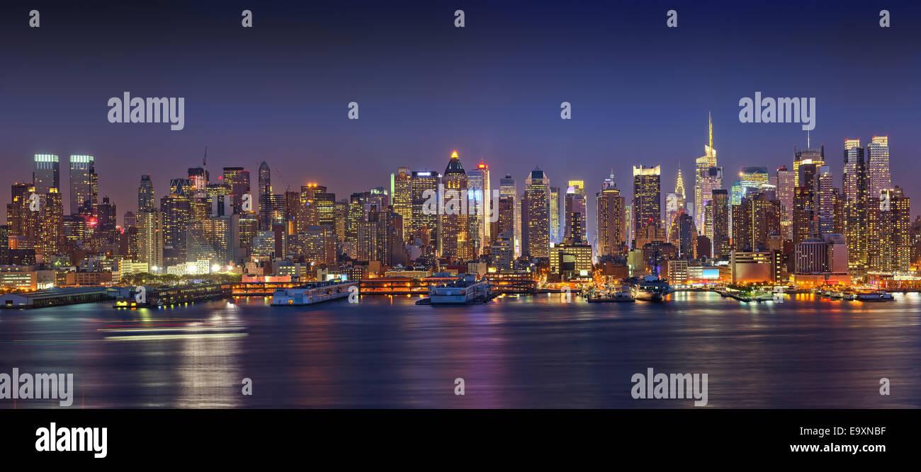 Panoramic view on Manhattan at night - Stock Image