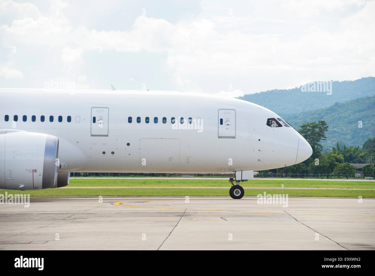 Commercial airplane taxiing - Stock Image