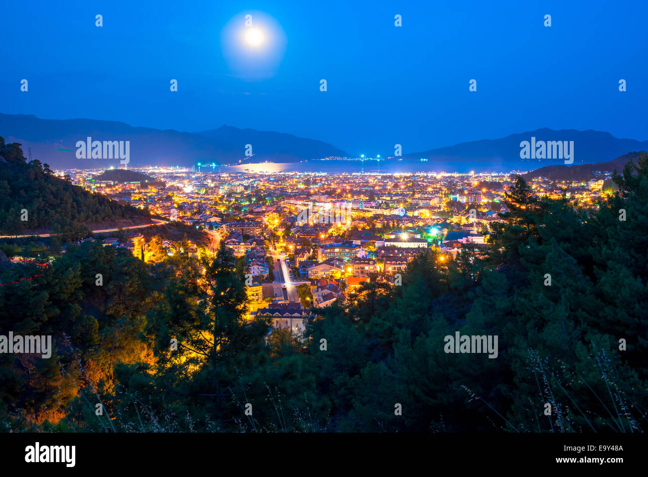 full moon above the spa town of the Aegean Sea - Stock Image