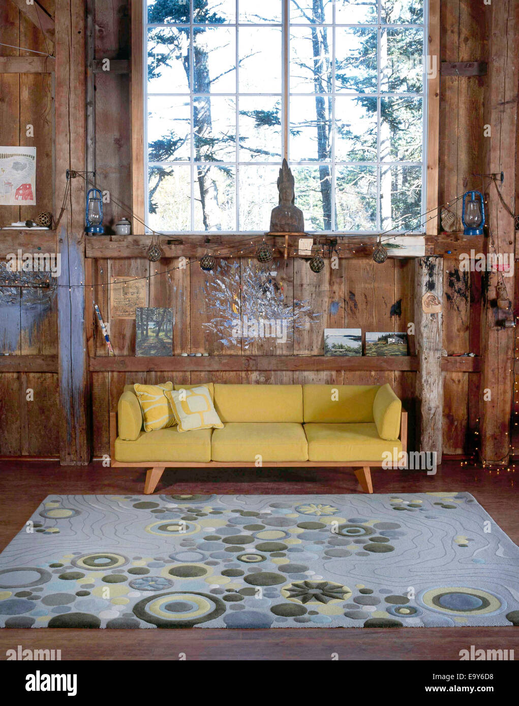 couch and rug in barn studio - Stock Image
