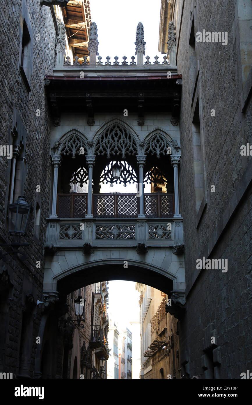 Spain. Barcelona. Bridge over the Bishop street by Joan Rubio (1870-1952). - Stock Image