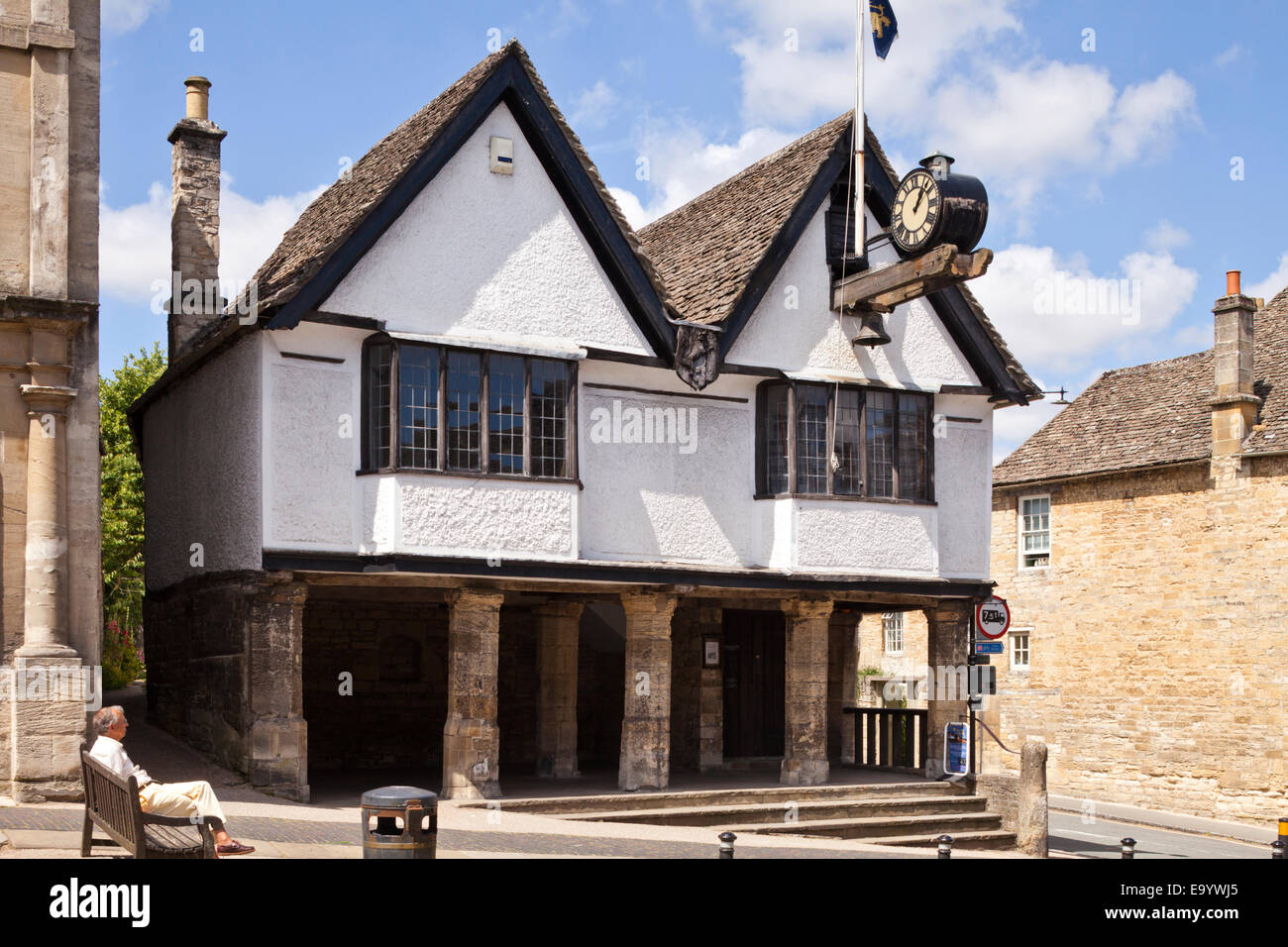 The Tolsey in the Cotswold town of Burford, Oxfordshire UK - The building dates from the early sixteenth century - Stock Image