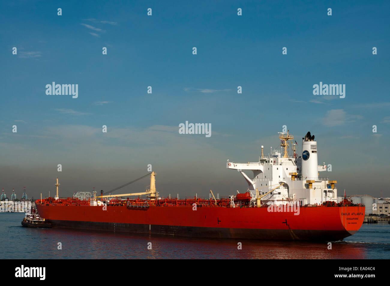 On leaving the Ferry Terminal. Staten Island. New York. USA. Eagle Atlanta Singapur ship. EAGLE ATLANTA (Crude oil - Stock Image