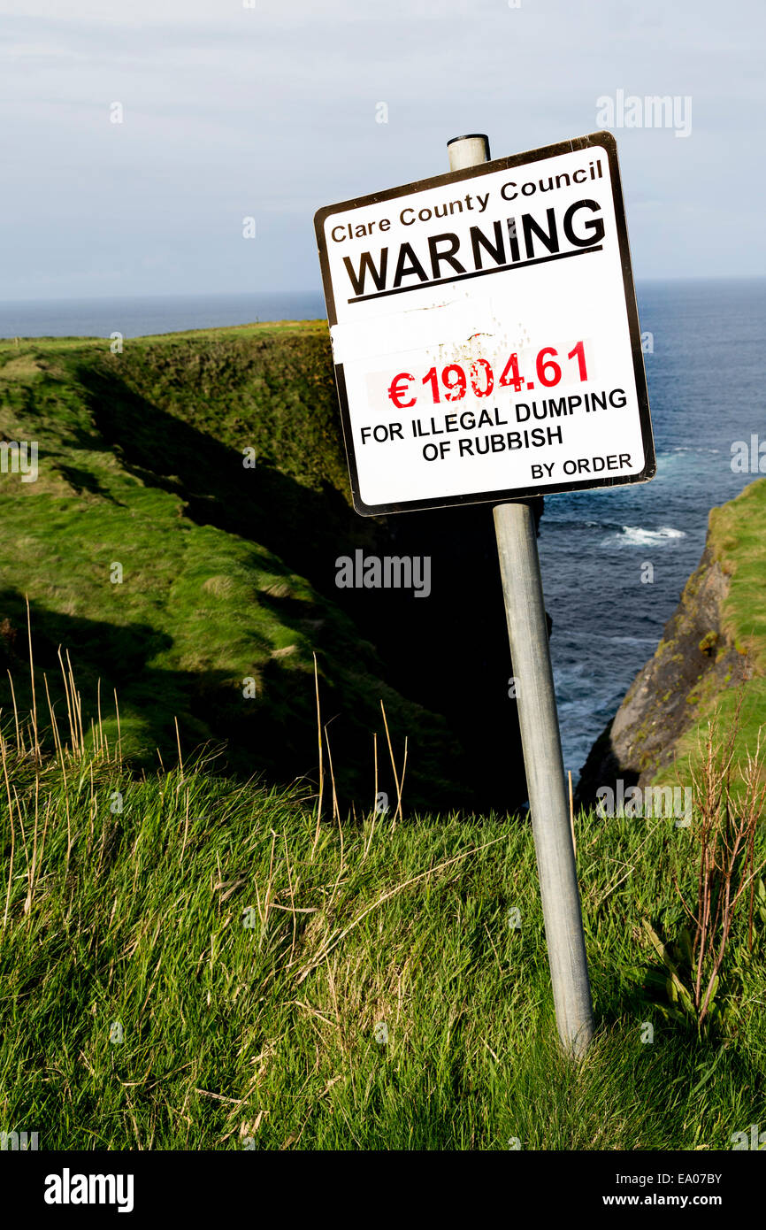 Warning sign with fine in euros for illegal dumping of rubbish on the coast of Co. Clare, Republic of Ireland - Stock Image