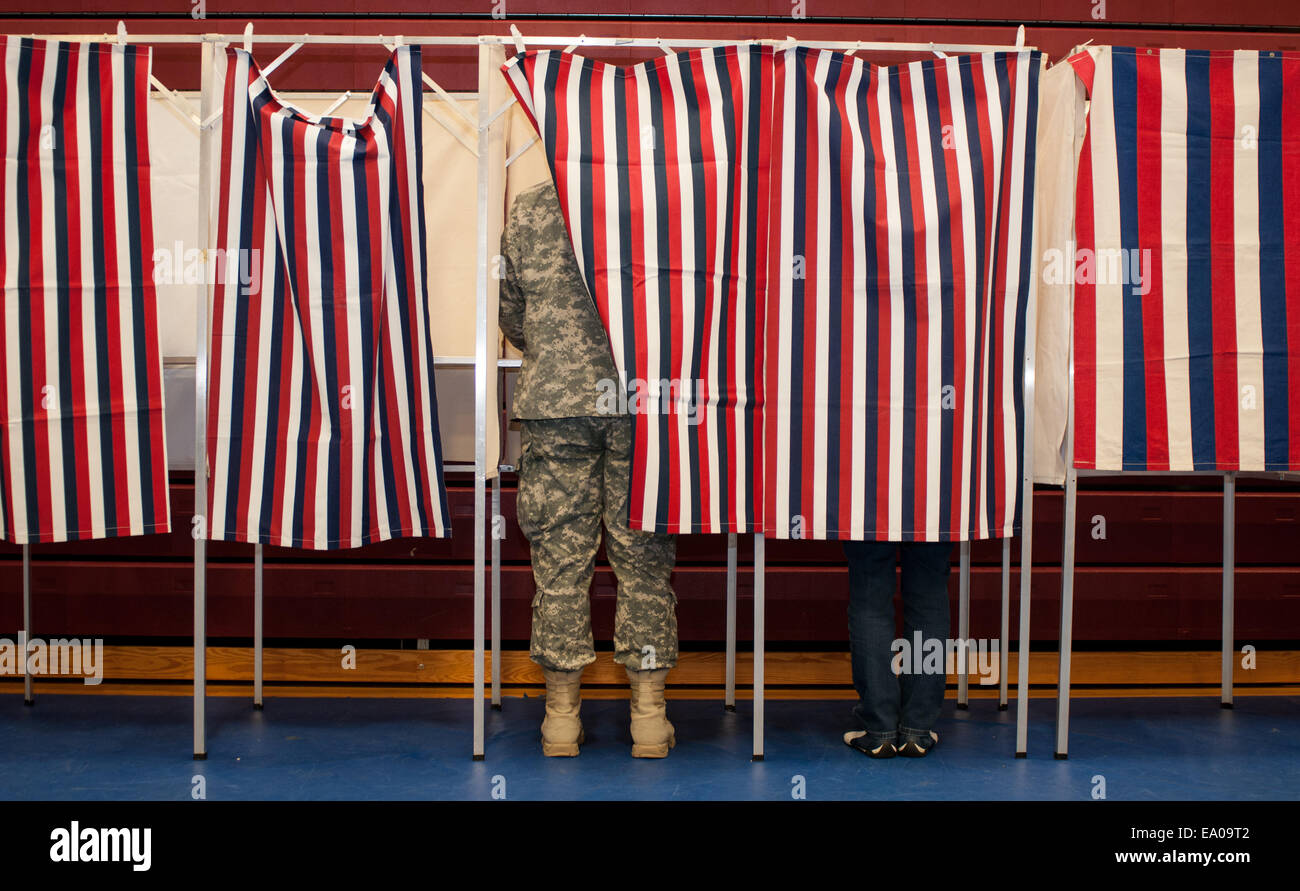 New Hampshire, USA. 4th November, 2014. Voting in New Hampshire. Credit:  Andrew Cline/Alamy Live News Stock Photo