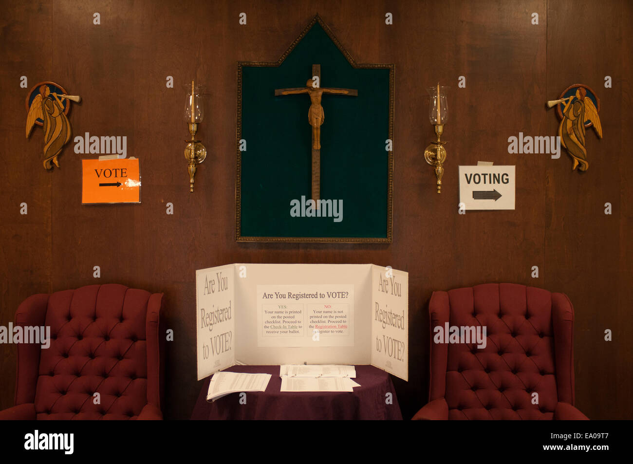 New Hampshire, USA. 4th November, 2014. Voter information signs at St. Piux X Catholic Church, the Ward 6 polling - Stock Image
