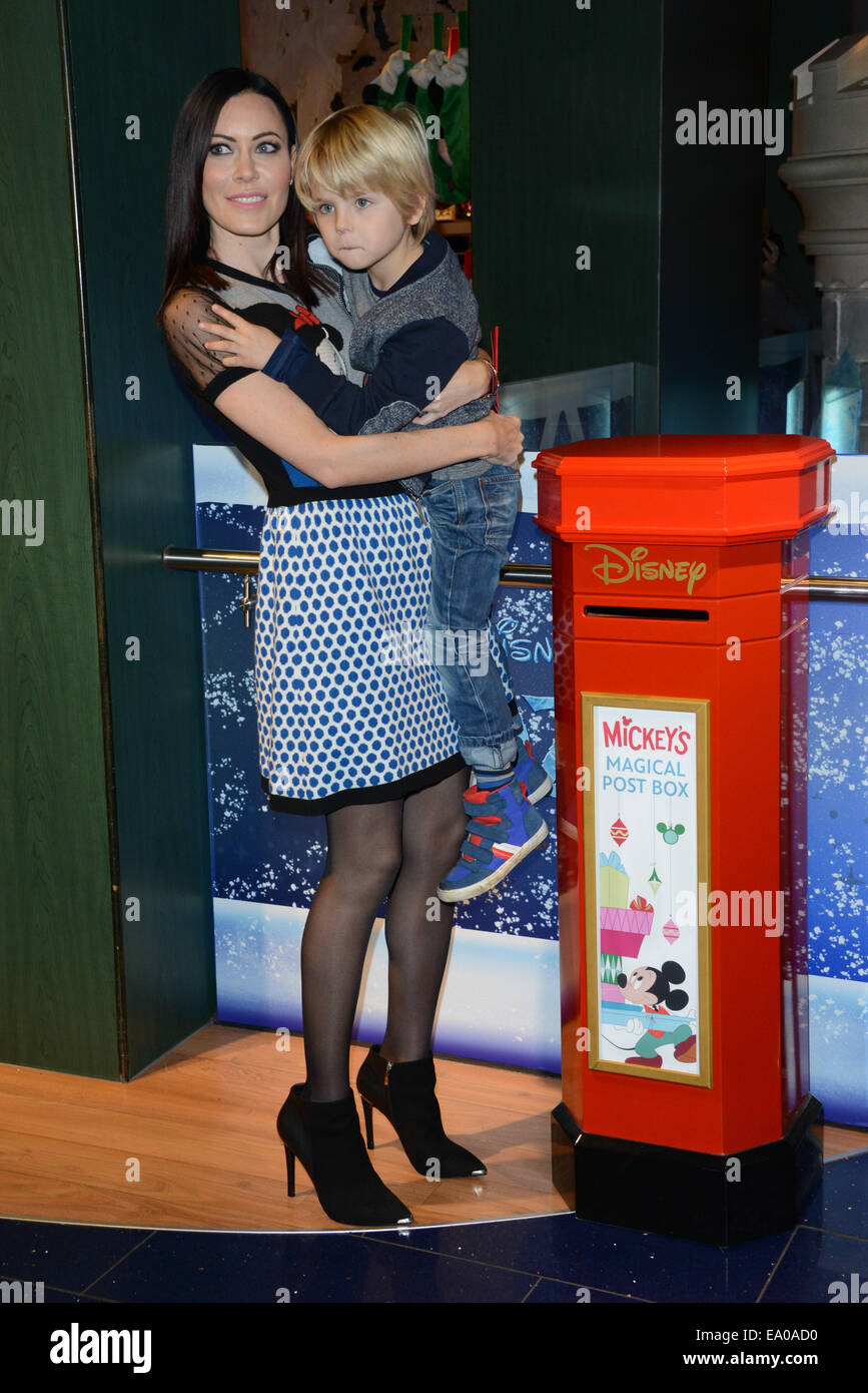 """London, UK. 4th November, 2014. Linzi Stoppard attends the Disney Store launches its annual """"Share the Magic"""" charity - Stock Image"""